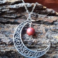 Pendentif  Lune et perle en jaspe rouge