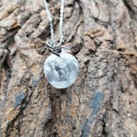 Pendentif pomme en cristal de roche