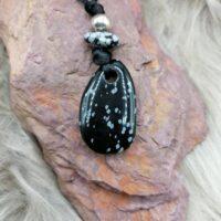 Pendentif Obsidienne flocons de neige et cordon à coulisse